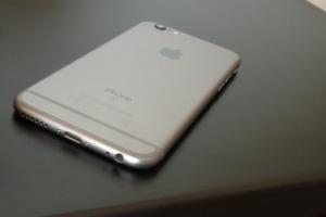 Niektóre iPhone'y 6s mają wadliwe baterie. Apple ogłasza program wymiany